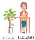 テーブルで飲み物を飲む女性 31818364