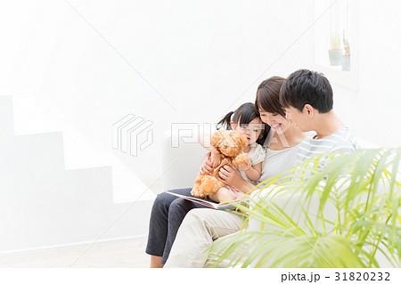 家族、読み聞かせ 31820232