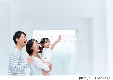 3人家族、見上げる、バイバイ 31821251