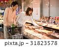 スーパーで買い物 31823578