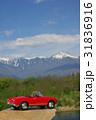 赤いミニカーと北アルプス タテ写真 31836916