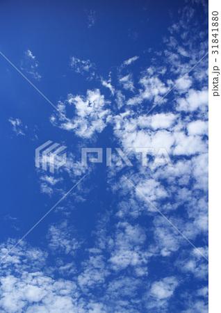 青空と白い雲 31841880