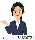 紺のスーツを着た案内する女性 31856721