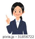 紺のスーツを着た説明する女性 31856722