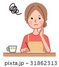悩む女性と書類 31862313