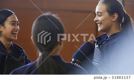 剣道を体験する女子留学生 31863137