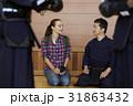 武道を見学する外国人女性 31863432