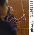 武道を見学する外国人女性 31863443