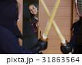 武道を見学する外国人女性 31863564