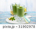Spinach smoothie  with mint. 31902978
