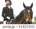 乗馬する女性 31923341