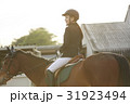 乗馬する女性 31923494