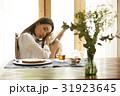 ティータイム 読書する女性 31923645