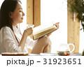 ティータイム 読書する女性 31923651