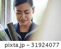卒業 教室 涙する女子 ポートレート 31924077