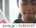卒業 教室 涙する女子 ポートレート 31924107
