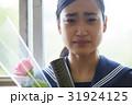 卒業 教室 涙する女子 ポートレート 31924125
