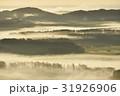朝日に染まる霧 31926906