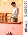 ビリヤード 人物 男性の写真 31929050