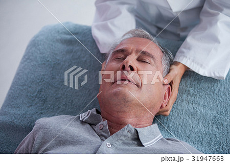 Senior man receiving neck massage from physiotherapistの写真素材 [31947663] - PIXTA