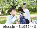 シャボン玉 ピクニック 遊ぶの写真 31952448