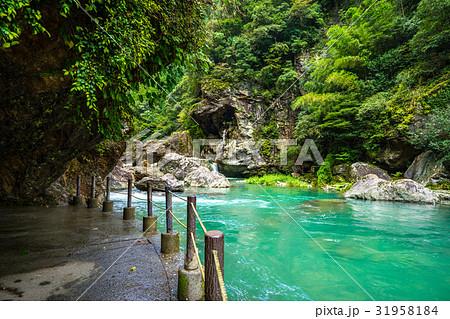 高知県の秘境にある神秘の渓谷「中津渓谷」で、仁淀ブルーを体験せよ! 31958184