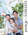 3人家族、家族旅行、テーマパーク、遊園地 31962655