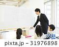 教室 授業 教師の写真 31976898
