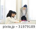 授業 先生 小学生の写真 31979189