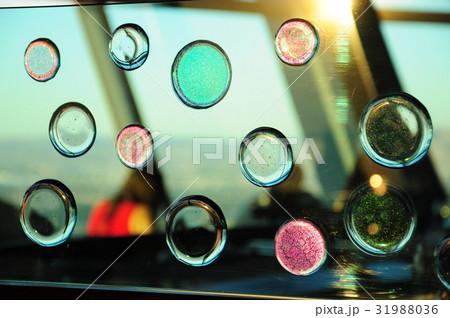 カラフルな窓 31988036