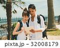 旅行 カップル バックパッカーの写真 32008179