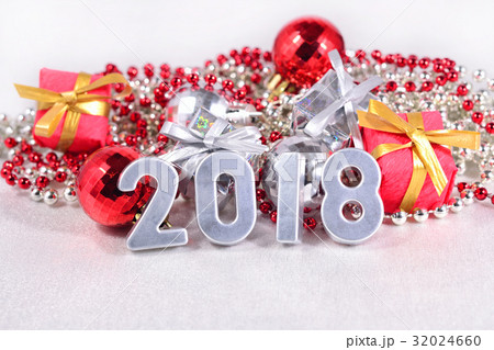 2018 year silver figures and Christmas decorationsの写真素材 [32024660] - PIXTA