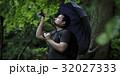 一人旅をする外国人バックパッカー_旧吉田邸住宅 32027333
