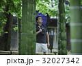 一人旅をする外国人バックパッカー_旧吉田邸住宅 32027342