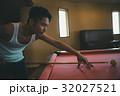 ビリヤード 男性 人物の写真 32027521
