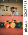 ビリヤード 男性 人物の写真 32027748
