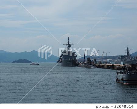 潜水艦と軍艦 32049614
