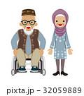 シニアカップル ムスリム 車椅子と眼鏡の男 32059889