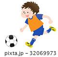サッカー 少年 男の子のイラスト 32069973