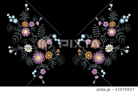 Seamless pattern of flovers on a black  32070937