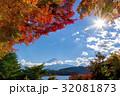 紅葉シーズンの富士山と河口湖【11月】 32081873