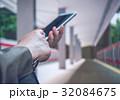 ホーム スマートフォン 電車の写真 32084675