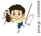 チラシやカタログでカットとして使えるカブトムシと虫取り網を持つ元気な男の子イラスト 32096968