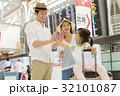 家族 旅行 空港の写真 32101087