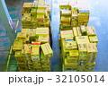 物流倉庫の風景(商品・オリコン・カゴテナー・ロケーションなど) 32105014