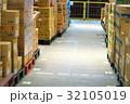 物流倉庫の風景(商品・オリコン・カゴテナー・ロケーションなど) 32105019