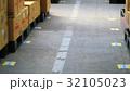 物流倉庫の風景(商品・オリコン・カゴテナー・ロケーションなど) 32105023