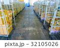 物流倉庫の風景(商品・オリコン・カゴテナー・ロケーションなど) 32105026