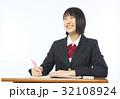 勉強する女子高生 32108924