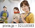 女性のポートレート バレンタイン チョコレート 苺チョコフォンデュ 32110383